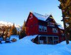Hotel w górach z basenem – idealne miejsce na wypoczynek i relaks po energicznie spędzonym dniu w górach.